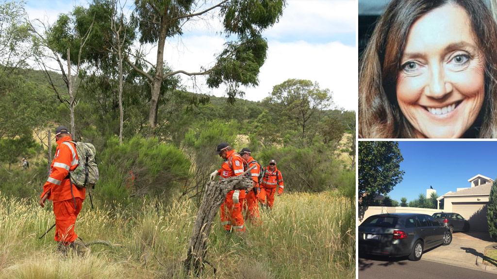 Volunteers search Victorian bushland. (AAP)