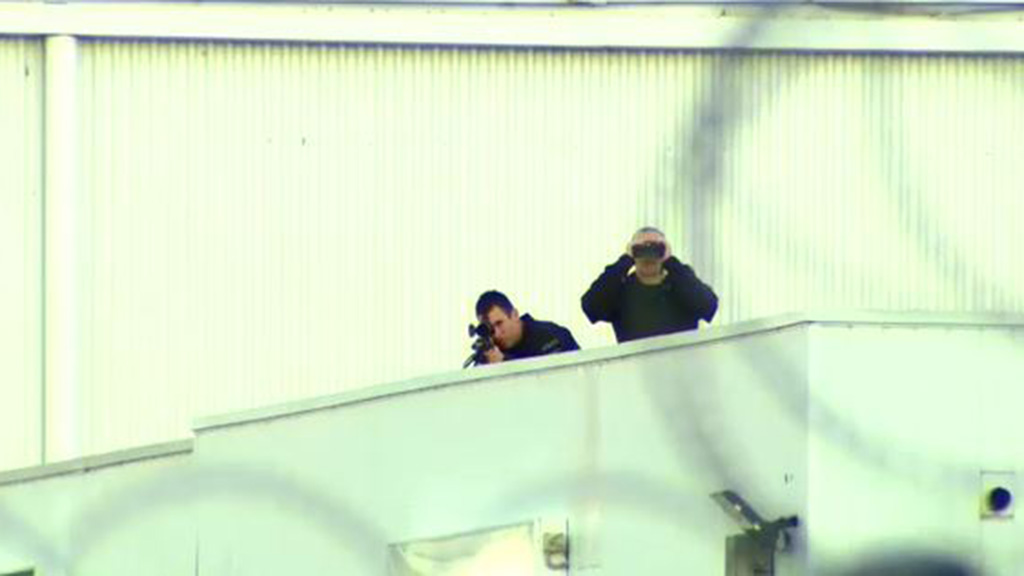 Snipers were on hand as Mr Netanyahu arrived, for his safety. (9NEWS)