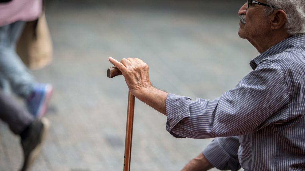 Australian men lose life expectancy crown