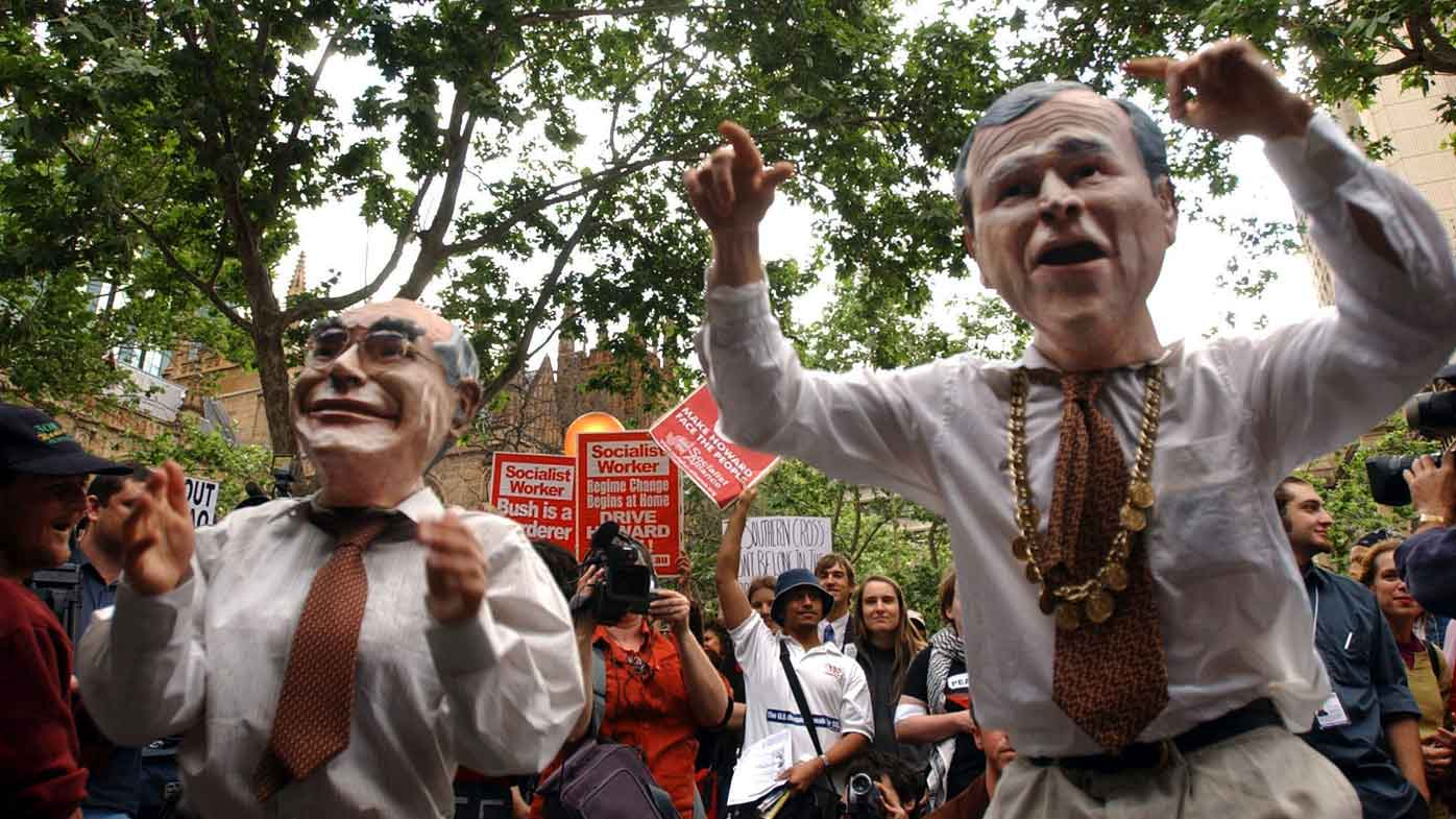Anti-war protesters dressed as John Howard and George W Bush. (AAP)