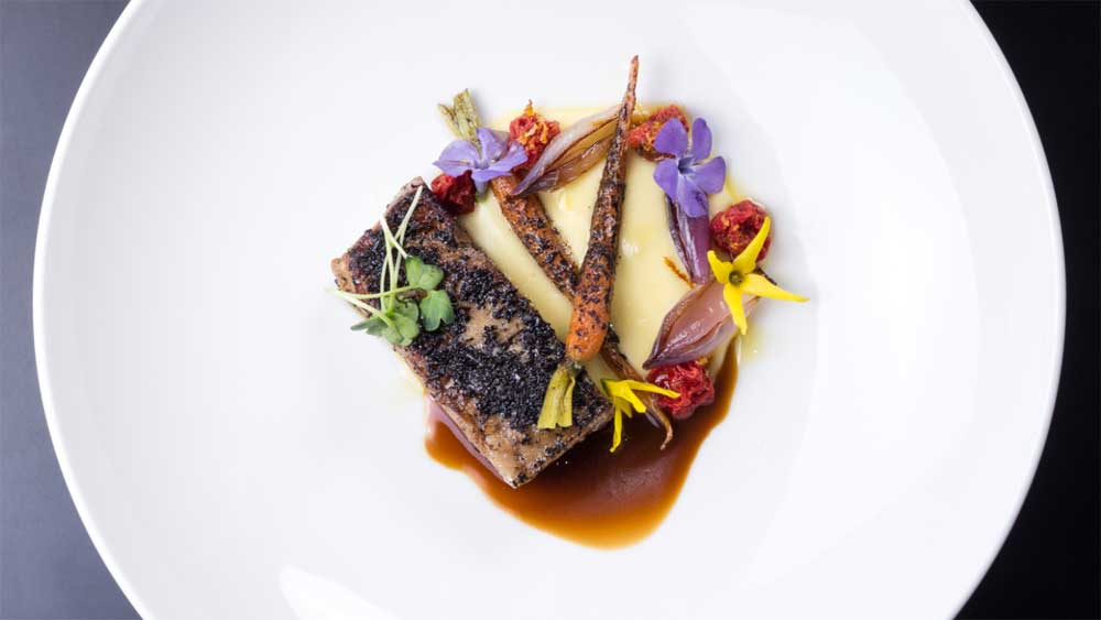 Go to a world-class lunch in Tassie. Image: greatchefsseries.com.au
