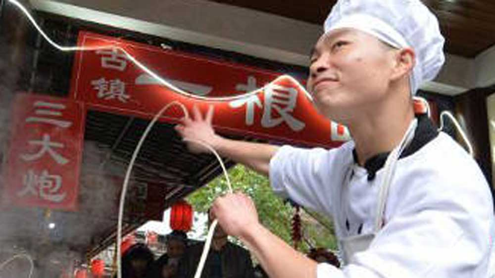 Chinese street vendor's dance moves go viral