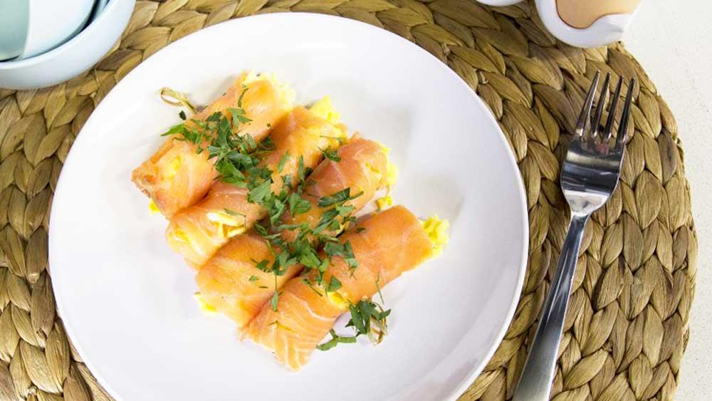 "<a href=""http://kitchen.nine.com.au/2017/02/27/15/16/scrambled-egg-mayo-and-salmon-rolls"" target=""_top"">Scrambled egg, mayo and salmon rolls</a>"