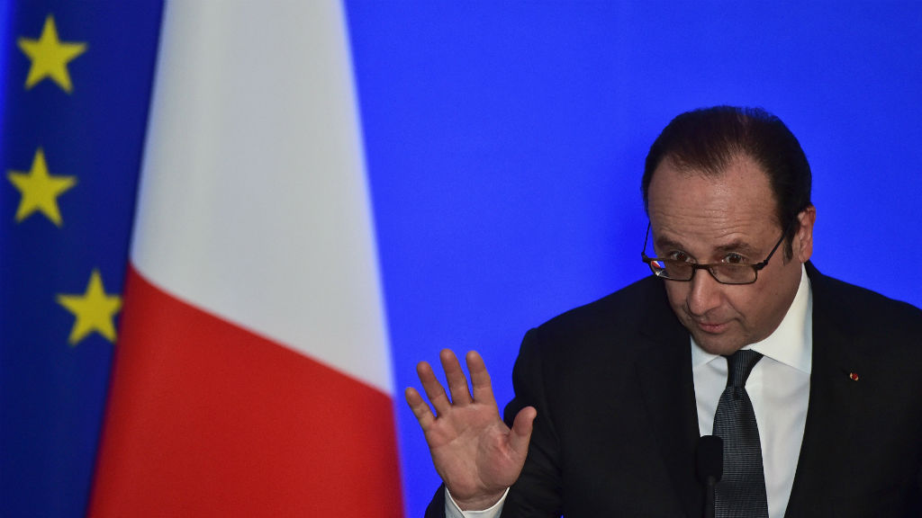 French police officer accidentally opens fire during President Francois Hollande's speech