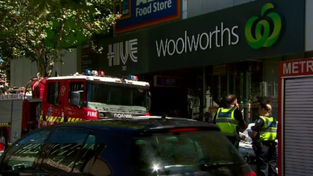 Toxic smell keeps Woolworths supermarket shut in Melbourne's south-east