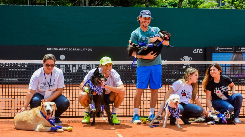 """The quirky """"ball-boys"""" were used to spruik adoption. (Facebook / Brazil Open de Tenis))"""