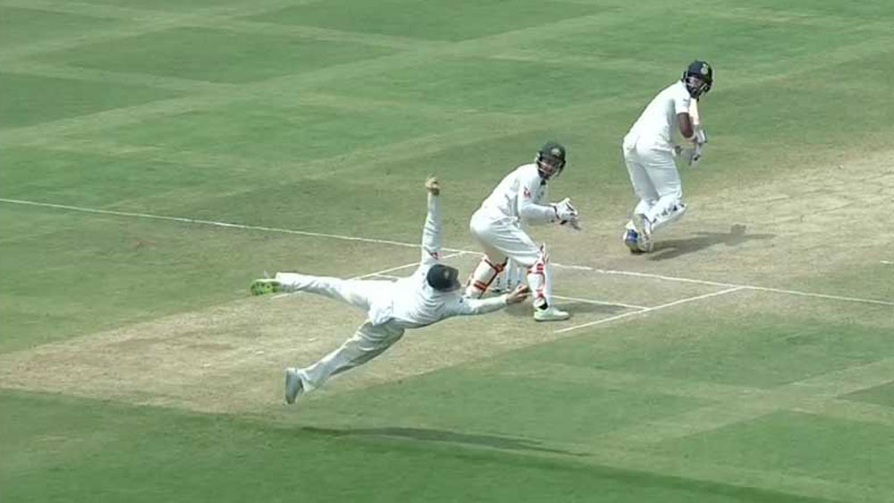 Australian captain Steve Smith takes stunning catch to dismiss Lokesh Rahul