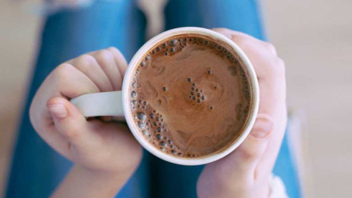 """<a href=""""http://kitchen.nine.com.au/2017/02/17/19/41/anti-inflammatory-hot-chocolate"""" target=""""_top"""">Anti-inflammatory hot chocolate</a><br /> <br /> <a href=""""http://kitchen.nine.com.au/2017/02/17/20/21/sarah-wilsons-anti-inflammatory-ingredients"""" target=""""_top"""">RELATED: Sarah Wilson fights puffiness with food — recipes for inflammation</a>"""