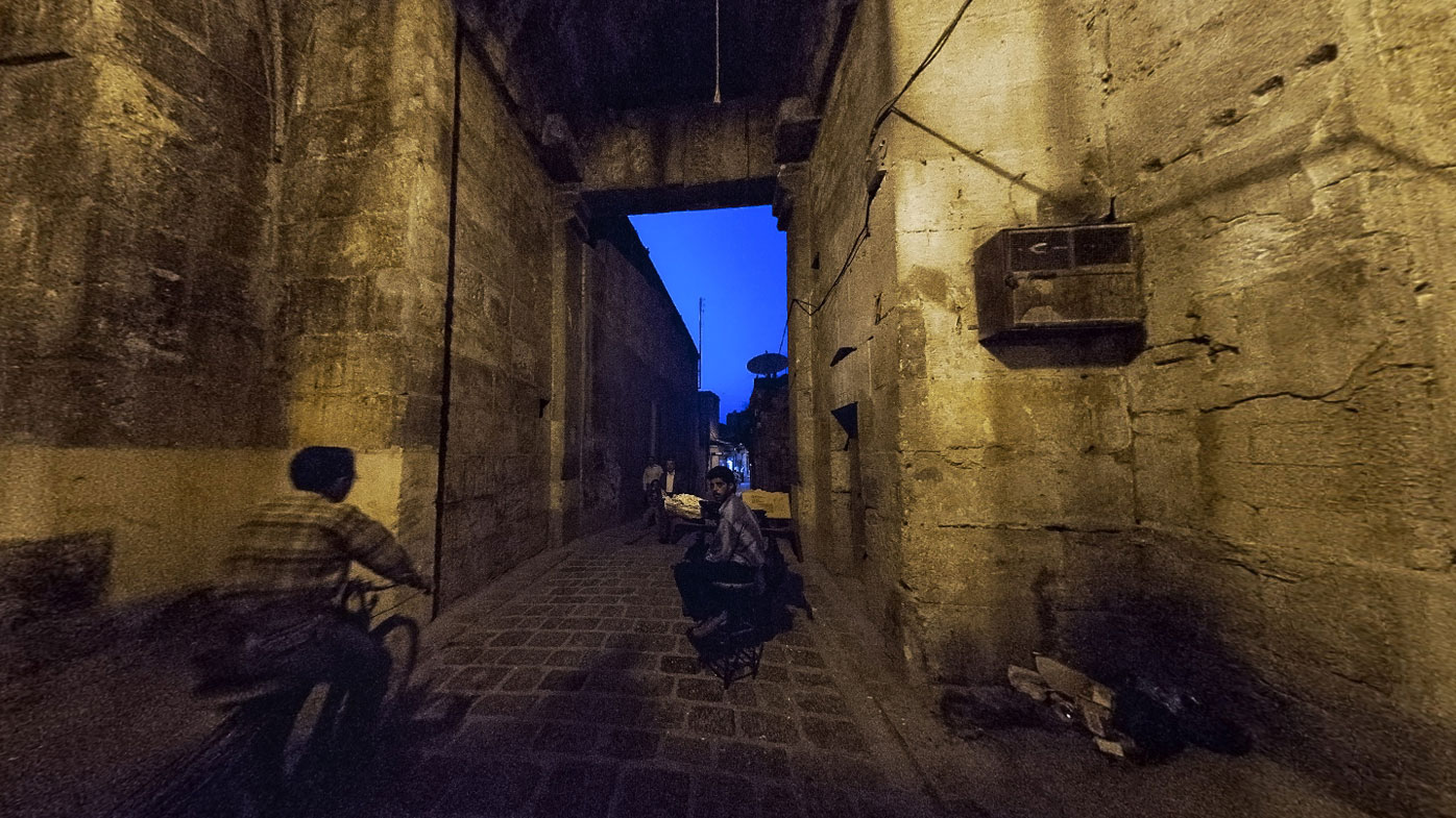 Night falls on the ancient souq in Aleppo, years before war left it in ruins. (Photo: Willy Kaemena)