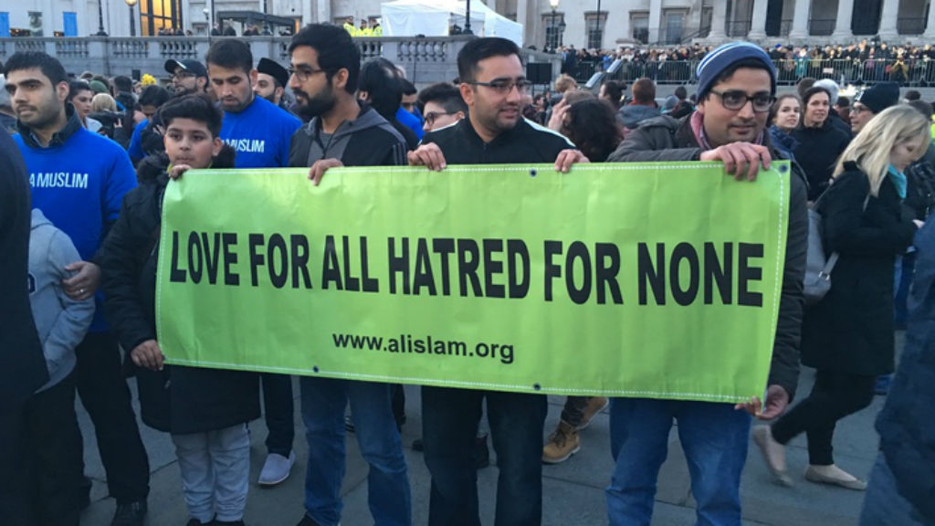 Members of the Ahmadiyya Muslim Community organisation spreading a message of love and acceptance at the vigil. (Henri Paget/9NEWS)