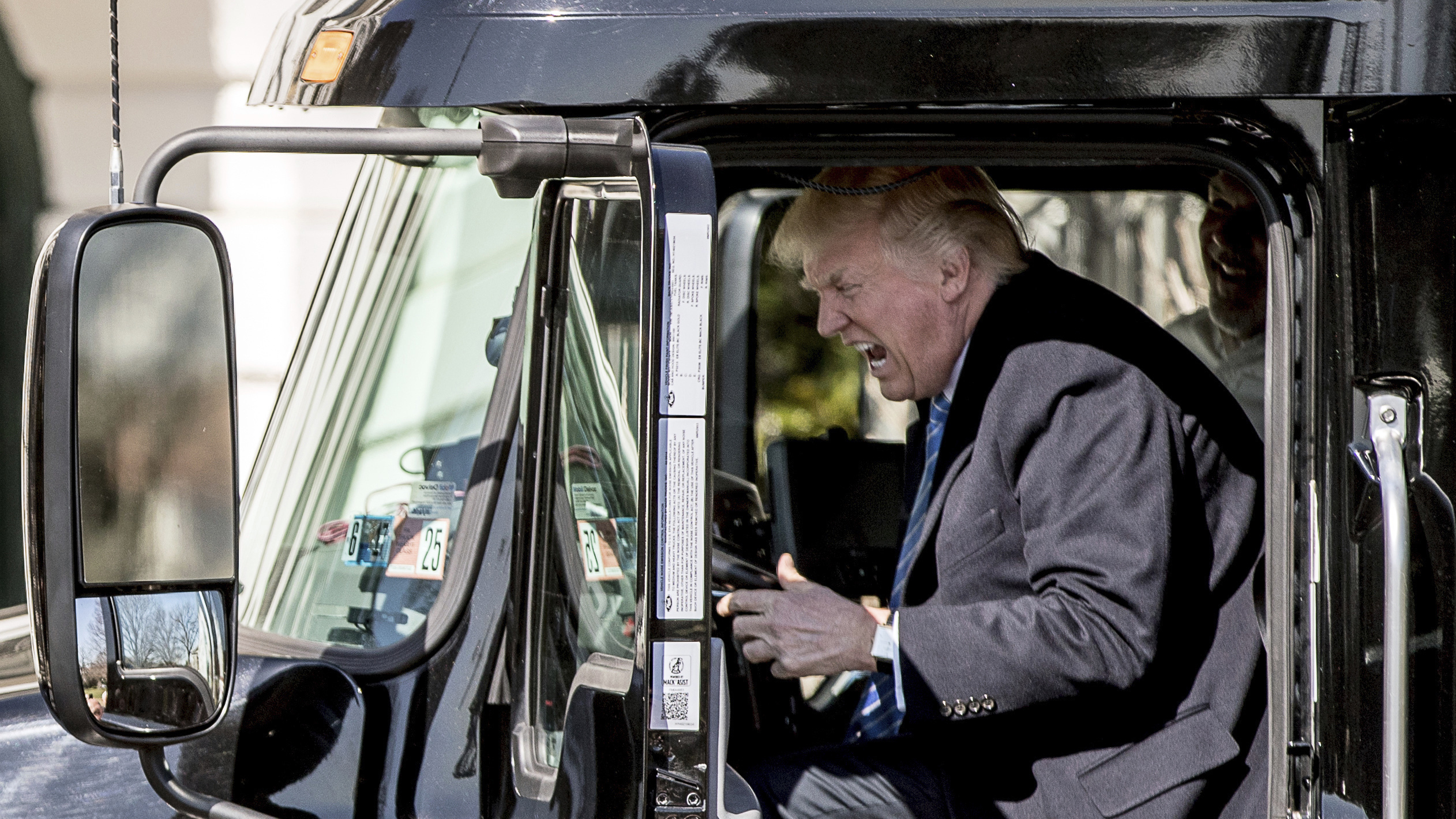 Trump meets trucking executives and has the time of his life