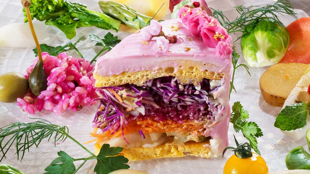'Salad cake' craze sweeps Japan. Image: Mitsuki Moriyasu of Instagram/@vegedecosalad