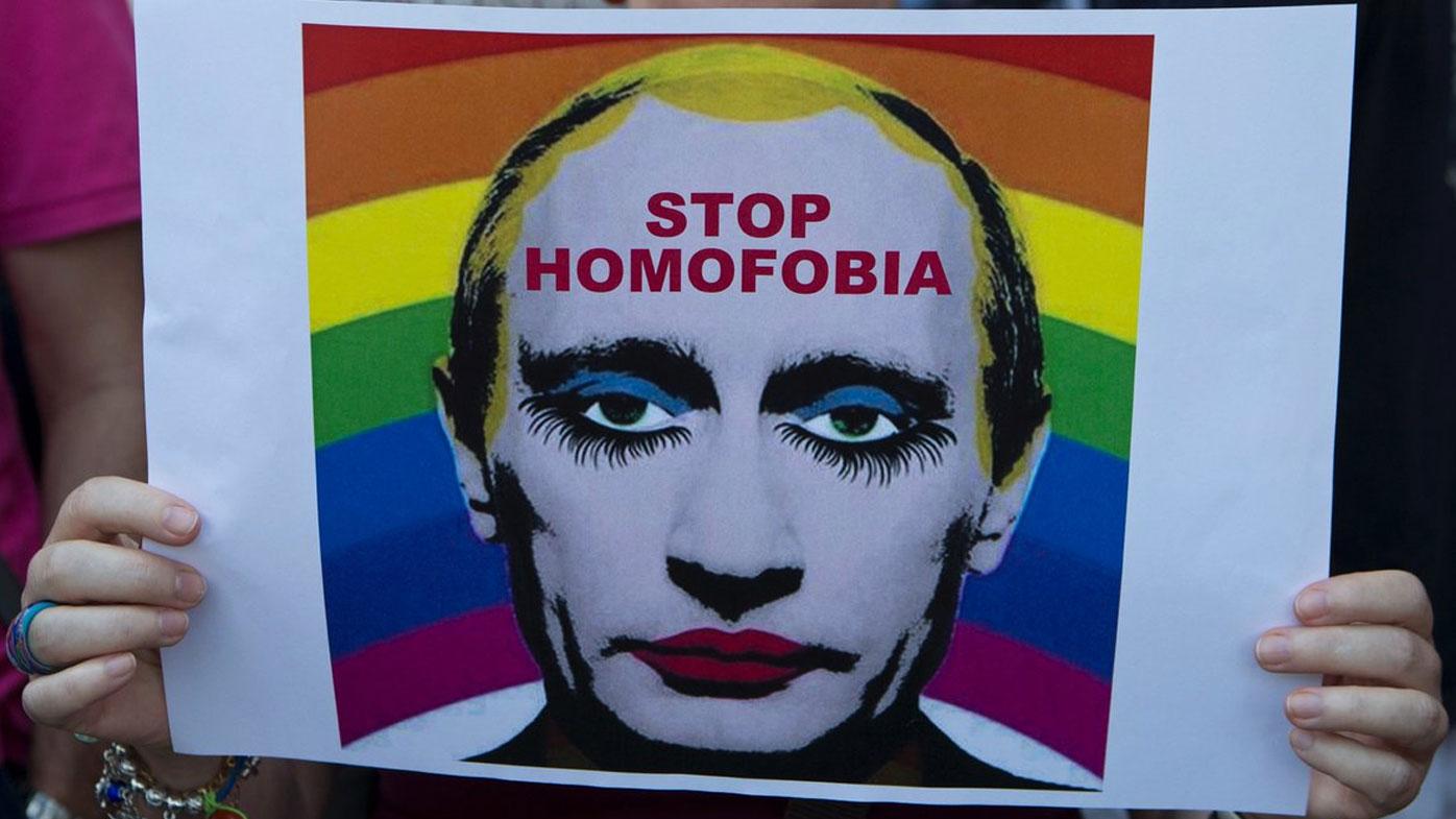 Одну женщину путин гей фото