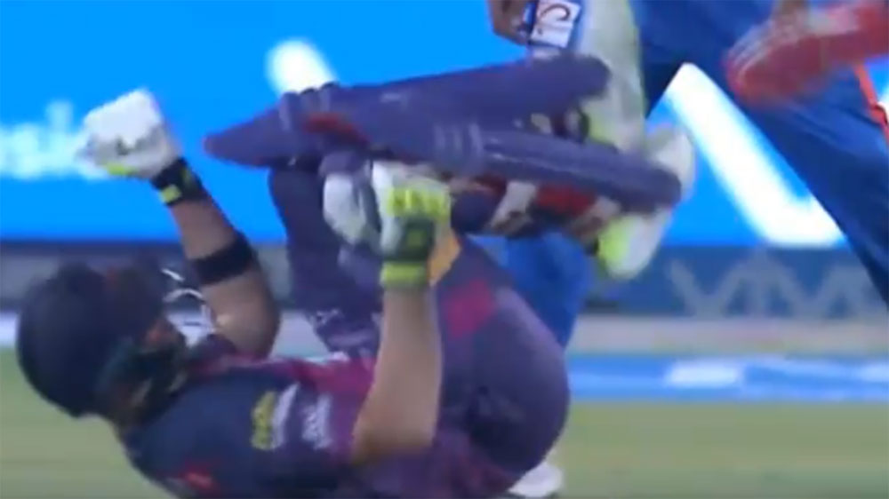 Steve Smith cops Basil Thampi bouncer to his rib cage in IPL loss to Gujarat Lions