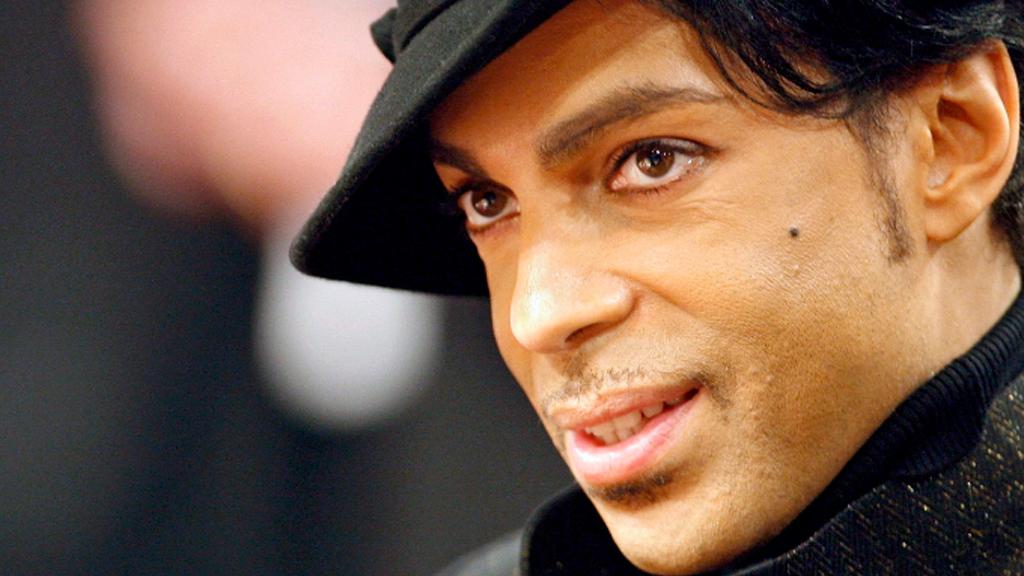 Prince's doctor prescribed painkillers under friend's name: warrants