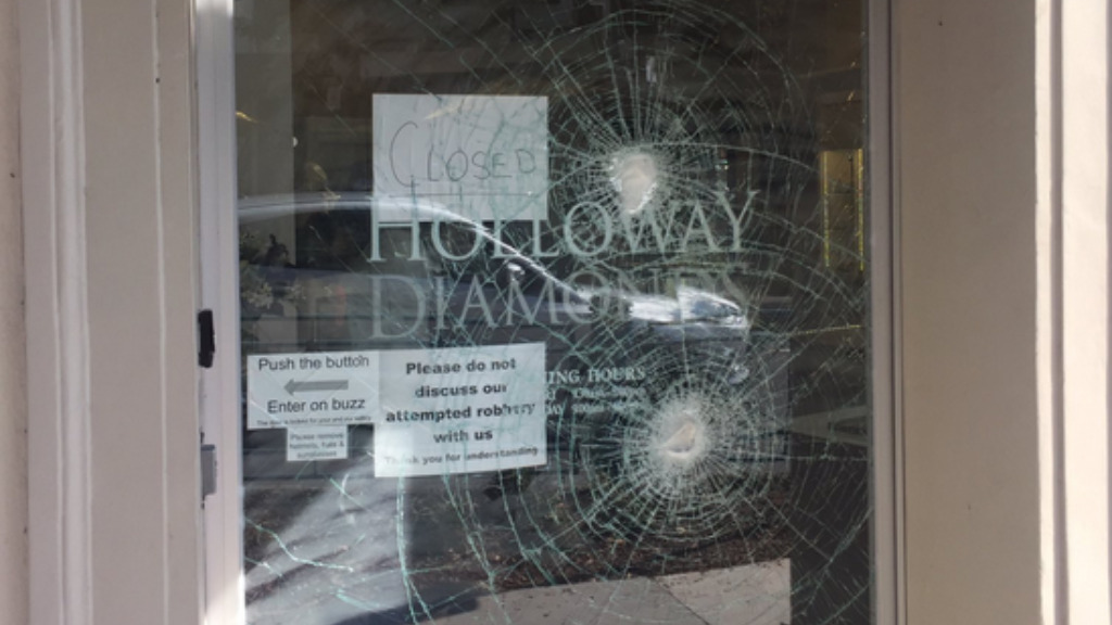 Security guard foils attempted Melbourne jewellery store robbery