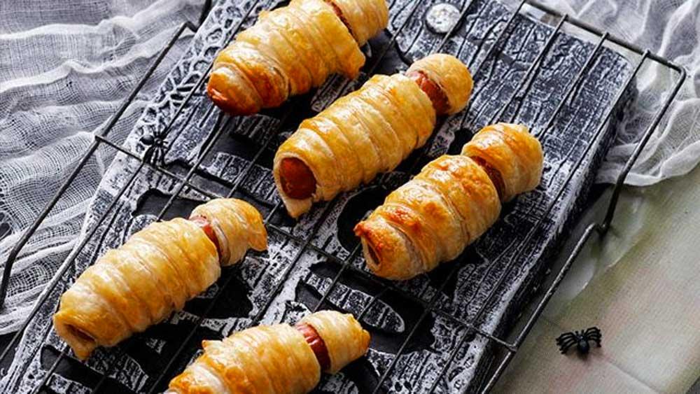 Bandaged mummies easy sausage rolls