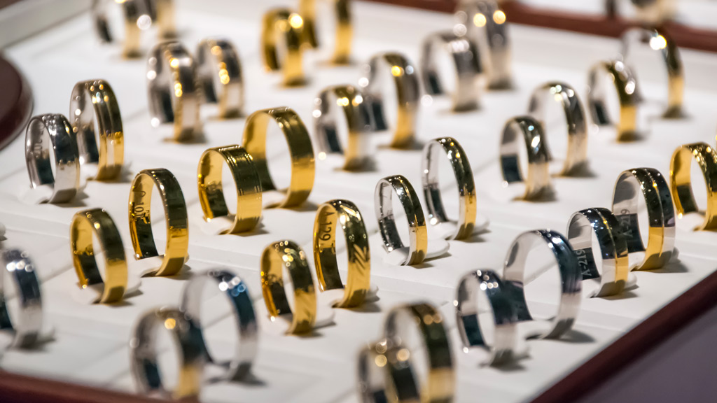 Thieves steal 86 rings from Adelaide jewellery store