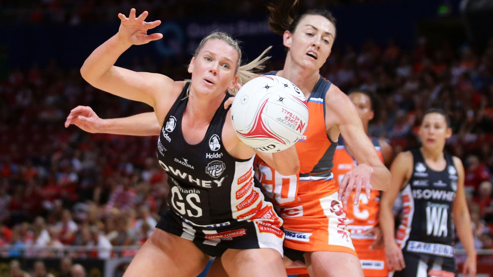 Collingwood Magpies' Caitlin Thwaites (l) and Giants' Bec Bulley.