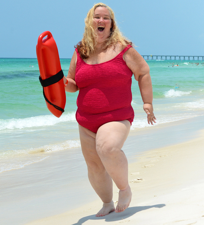 Mama June shows off dramatic weight loss in 'Baywatch' swimsuit shoot