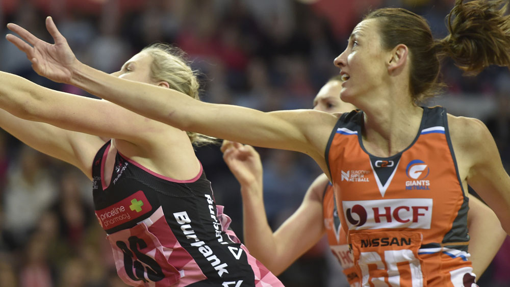 Adelaide Thunderbirds' Sasha Glasgow (l) and Giants' Bec Bulley.