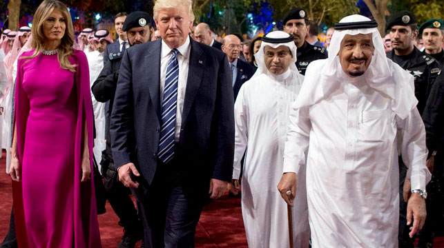Trump targets 'crisis of Islam extremism'