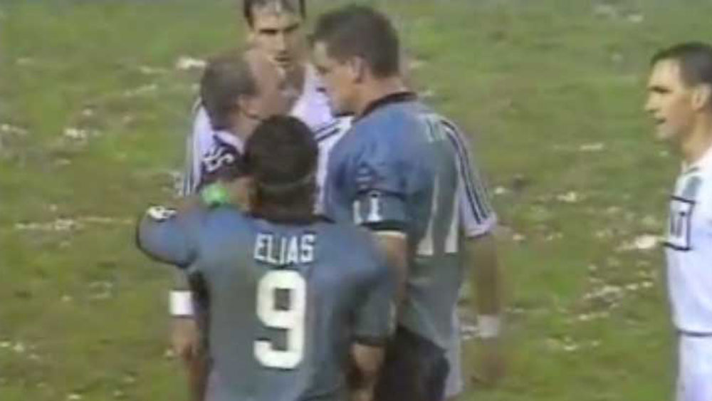 Mark Geyer and Wally Lewis go toe to toe.