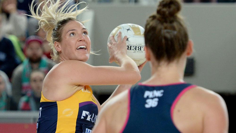 Sunshine Coast Lightning's Caitlin Bassett in action againt Melbourne Vixens. (AAP)