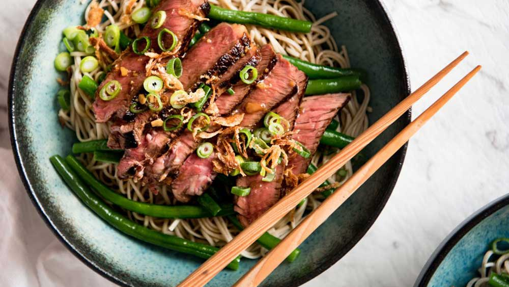 RecipeTin Eats 15-minute beef soba noodle bowl with green beans