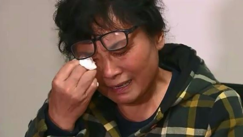 Mr Hao's mother wept during the press conference this afternoon. (9NEWS)