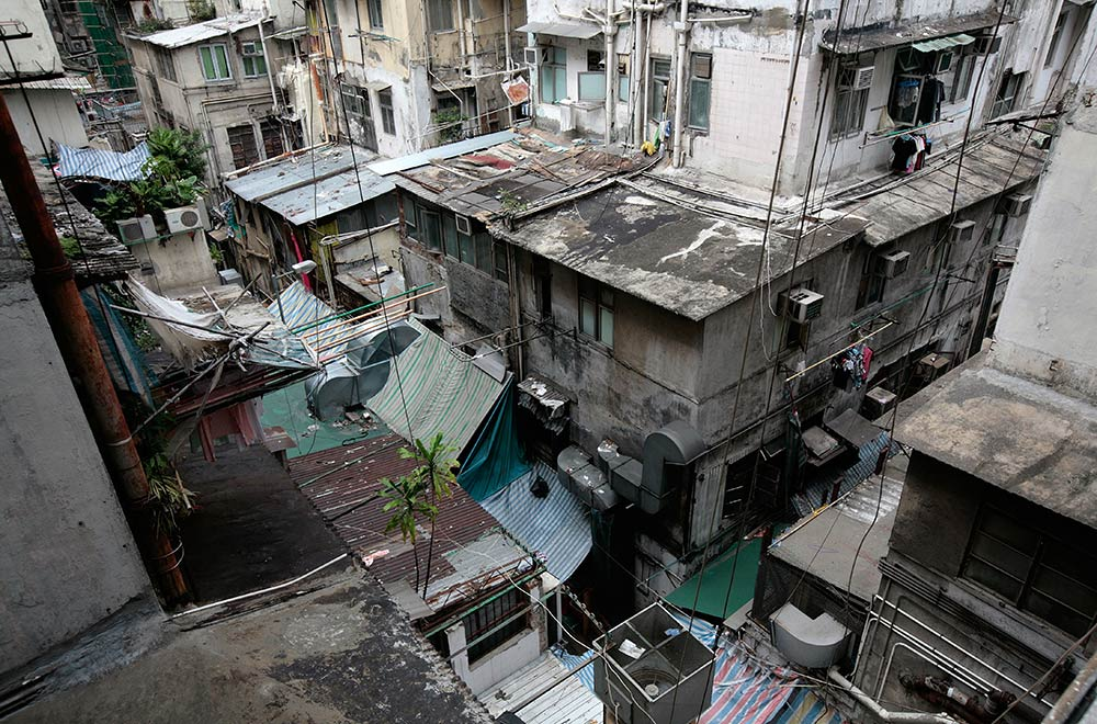 Inside The coffin Homes Of Hong Kong 9homes
