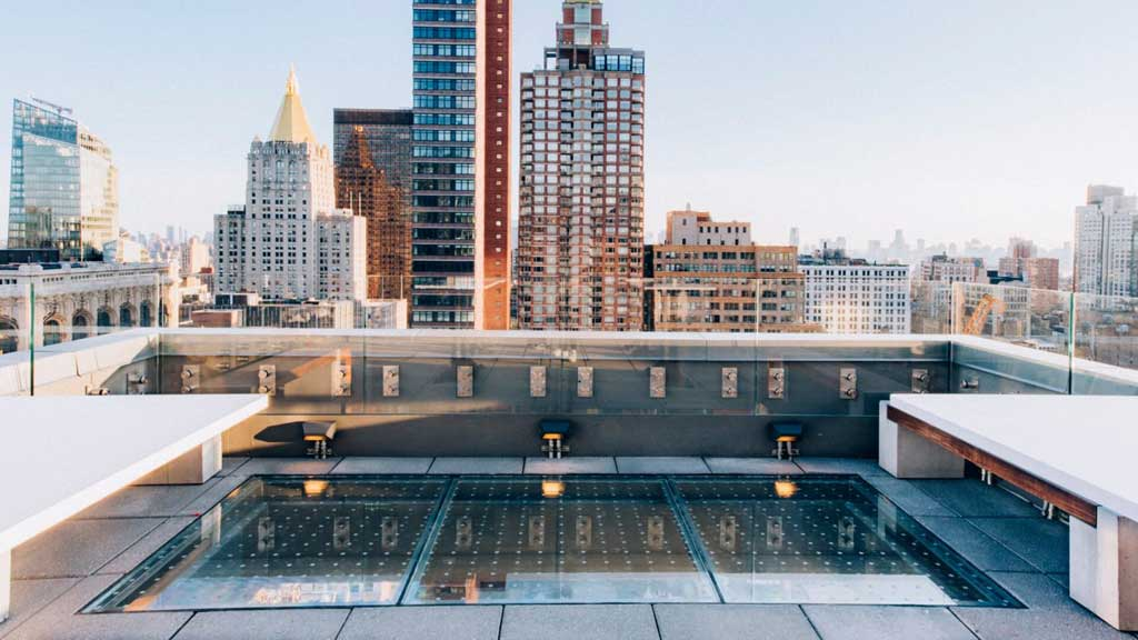 Hottest New York Bar Of 2017 A Rooftop Bar With A Glass Bottomed Floor
