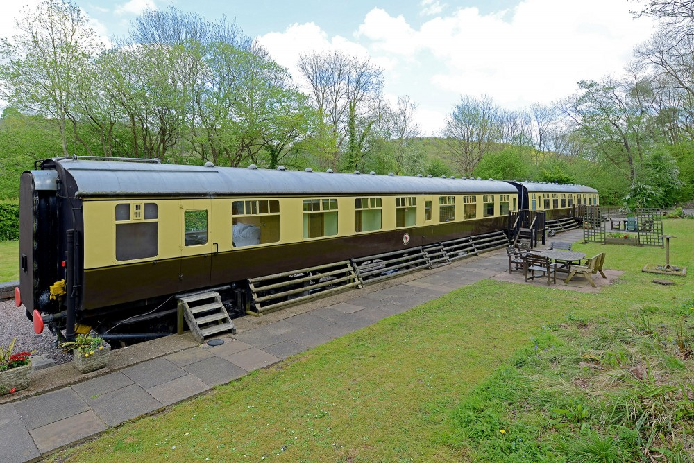 1863 Railway Station With Two Converted Carriages For Sale