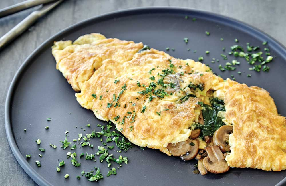 Pan fried mushroom omelette with spinach and thyme_recipe