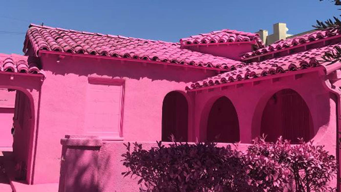 Hot Pink House Causing Rift With Neighbours 9homes