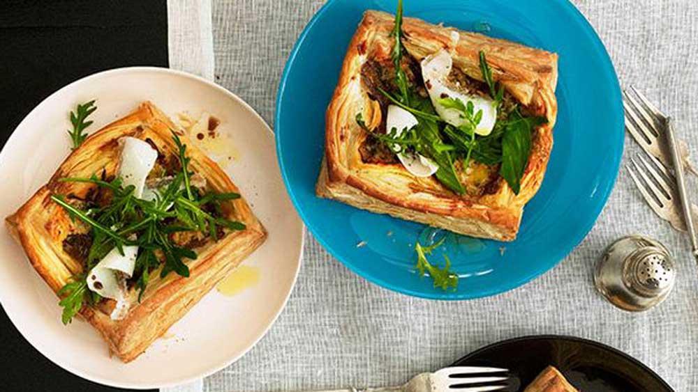 "Recipe: <a href=""http://kitchen.nine.com.au/2016/05/16/14/10/gorgonzola-lardo-basil-and-wild-rocket-tarts"" target=""_top"">Gorgonzola, lardo, basil and wild rocket tarts</a>"