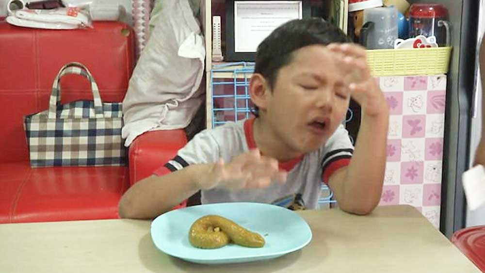 Little boy gags as he tries Thailand's famous poo jelly dessert. Video: Ruptly