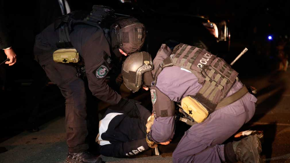 Two men arrested for alleged drug and gun supply by NSW counter terror police