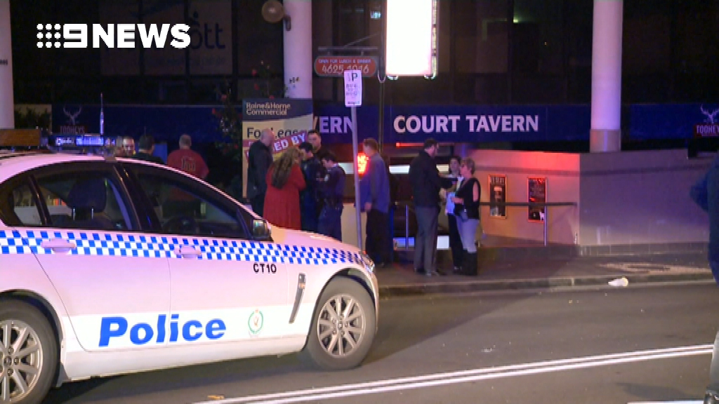 An altercation erupted when a man tried to stop an alleged handbag thief. (9NEWS)