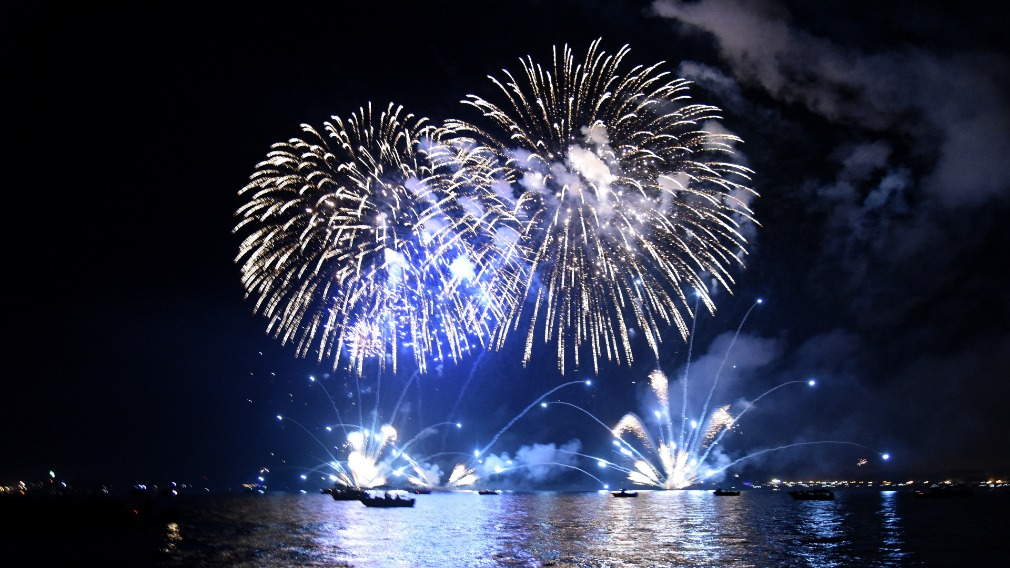Glittering fireworks over Darwin Harbour for Territory Day. (AAP)