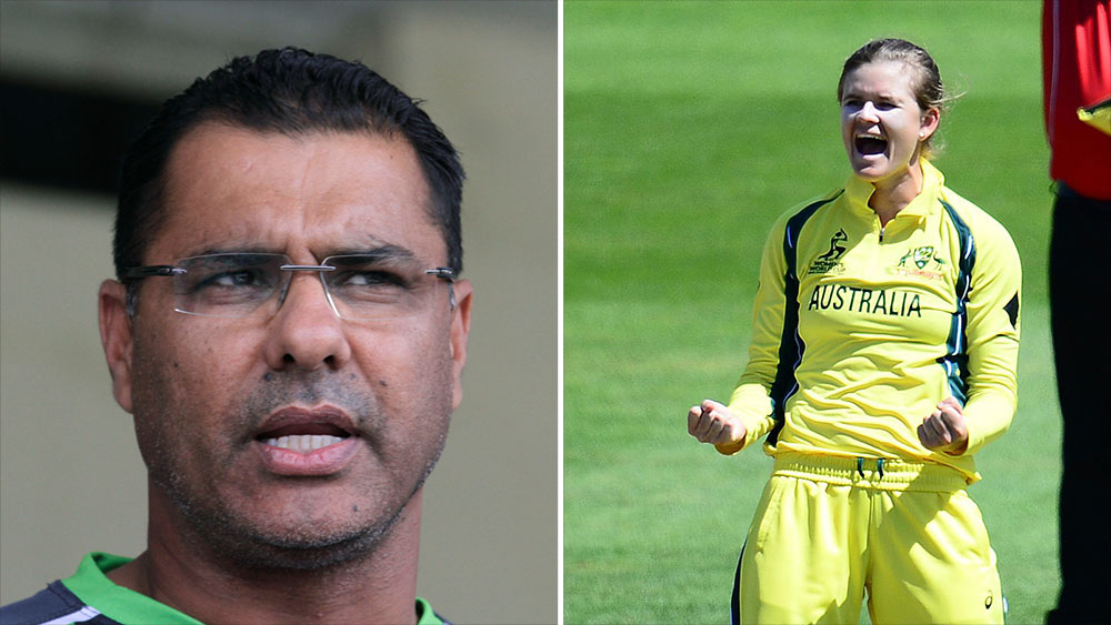Waqar Younis (left) and Jess Jonassen. (AAP)
