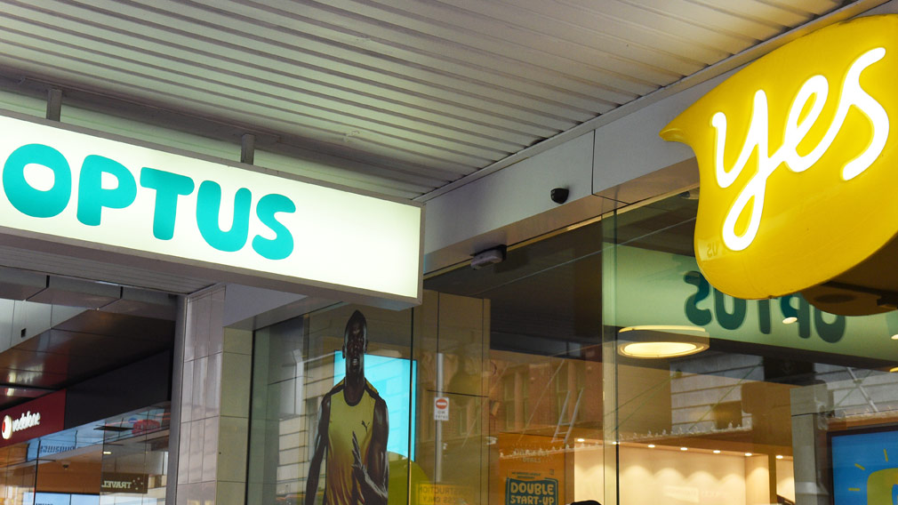 Optus customers report wide-spread mobile phone, broadband outage