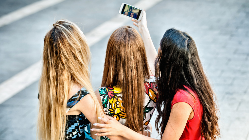 Why kids who use smartphones are more likely to have head lice