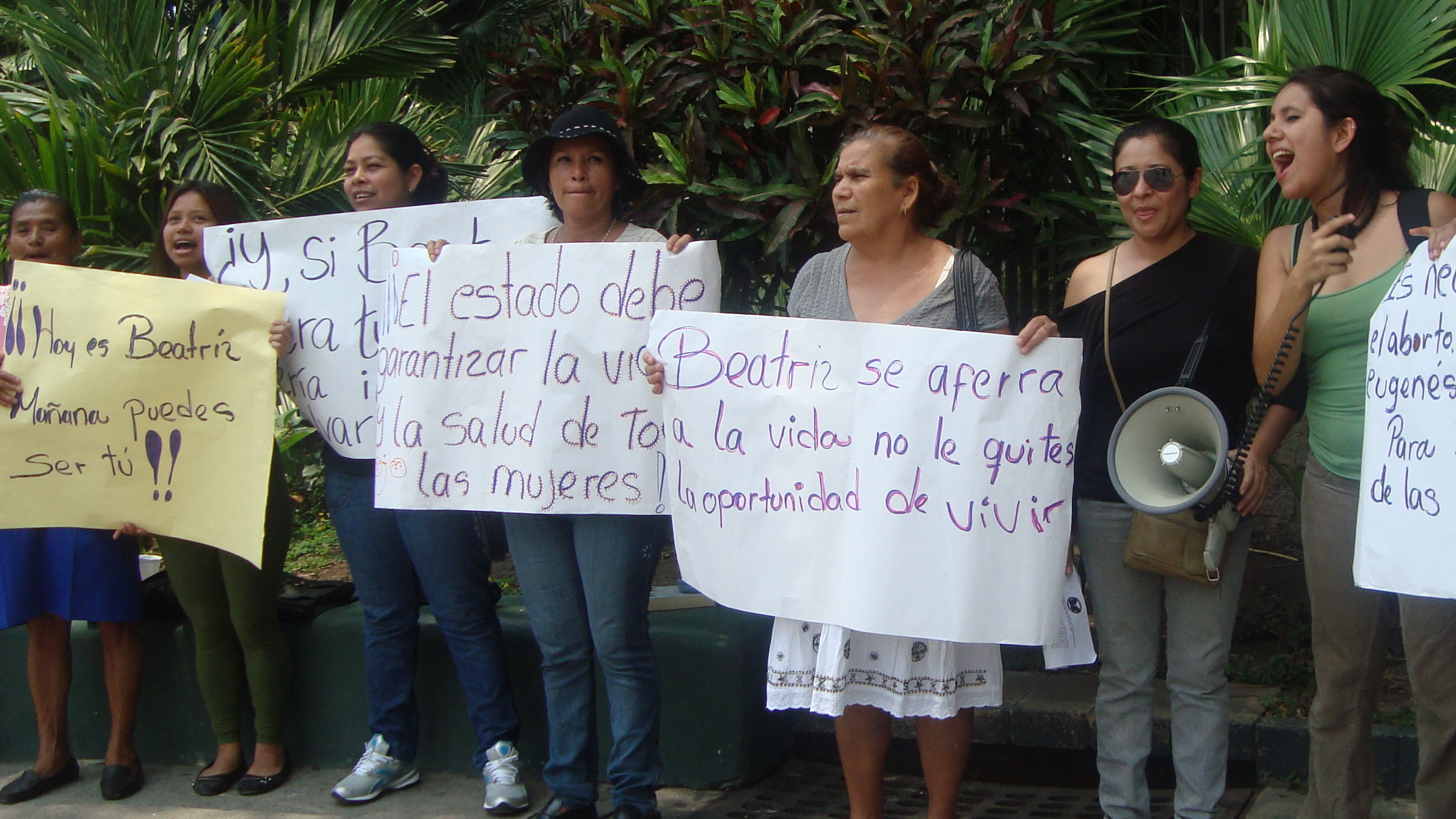 Women protest for access to a therapeutic abortion for a woman in El Salvador, April 2013. (AAP)