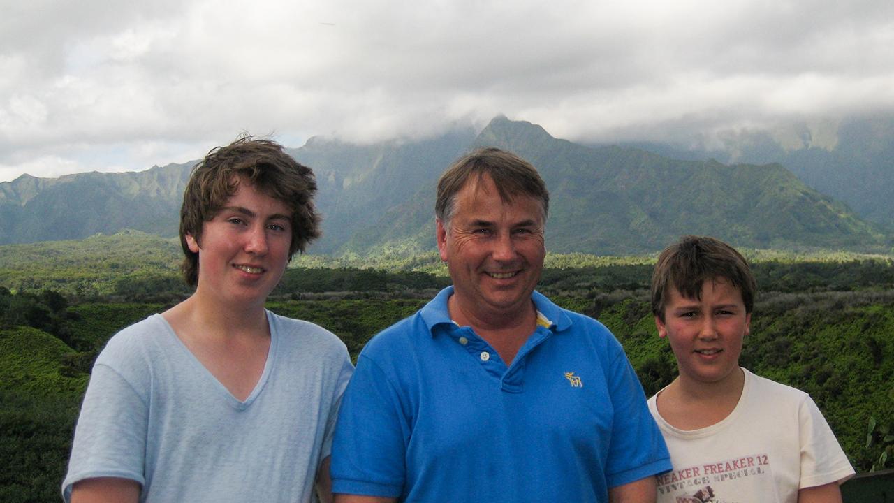 Thomas, Ralph and Stuart Kelly. (60 Minutes)