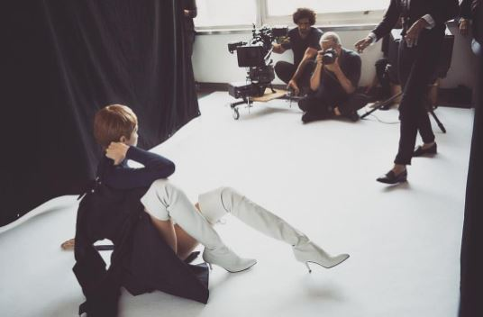 Gigi Hadid Debuts New Short Hair Style In Stuart Weitzman Campaign