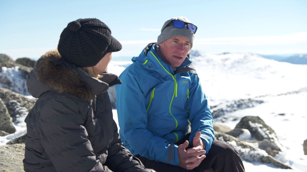 Stuart Diver relates his story of survival to reporter Tara Brown. (60 Minutes)