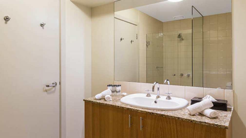 Photographs from the Oaks Hotel website show an example of a bathroom. (Oaks Hotel)
