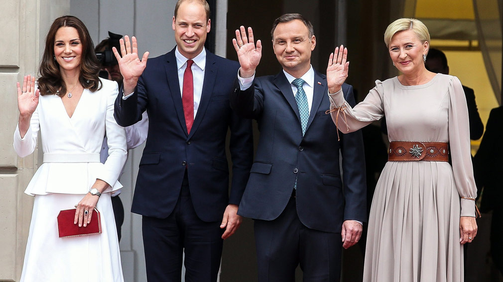 Polish President Andrzej Duda and his wife Agata Kornhauser-Duda with Prince William, and Catherine, Duchess of Cambridge are welcomed at the Presidential Palace in Warsaw. (AAP)