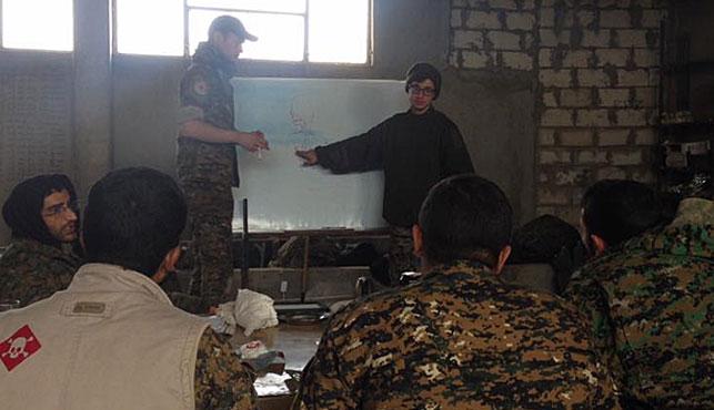 Lucas Chapman and his YPG comrades talk tactics. (Photo: Lucas Chapman).